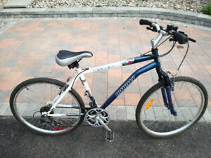Infinity youth hybrid bicycle (17 inch frame, 26 inch wheels)