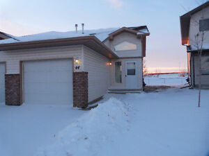 Move In Ready Home, Excellent Quiet Location!