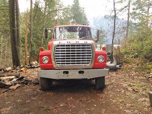 *ALMOST MINT* 1973 Ford LT800 Cab and Chassis 21 Ton *Low KM*