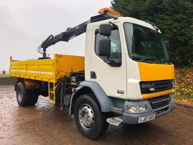 85ca5676f9 2007 07 DAF LF 55.220 steel dropside tipper Hiab XS 099 crane and grab