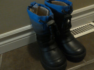 Snow boots toddler size 8