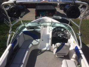 Excellent Crossover Boat with 434 Hrs