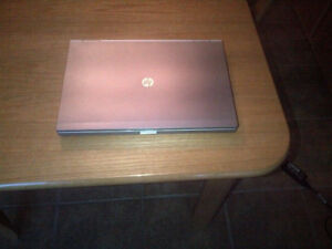 HP Elitebook 8460p laptop portable  core i7 6GB 320GB clean