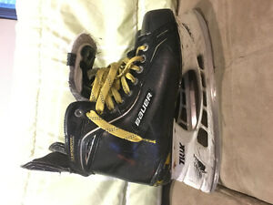 BAUER ONE100 SKATES USED (SIZE 10.5) GOOD CONDITION!!