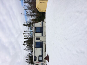 CAMPER & EVERYTHING INCLUDED!!Tent,propane,fire pit,table,chairs