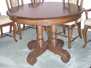Vilas Maple Dining Table And Chairs