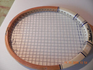Older Tennis Racket West Island Greater Montréal image 2