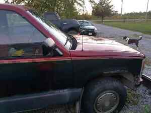 1990 chev 1500 4x4 best offer by weekend and it's yours  Peterborough Peterborough Area image 2