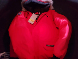 CANADA GOOSE BRAND NEW AUTHENTIC WITH TAGS
