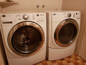 Laveuse-secheuse frontale maytag