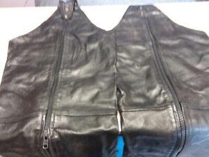 vêtements moto ( casque small,gants et chaps)