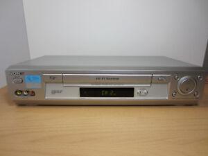 Sony SLV-N700 (S-VHS) VCR, 4 Head, HiFi, Rapid Rewind, SQPB, VHS