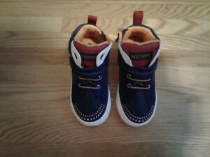 Brand NEW Toddler Sketcher Runners Size 9