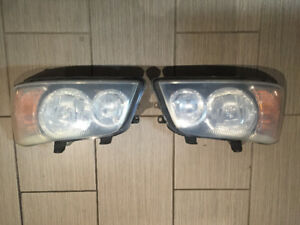 2003 Toyota Highlander headlights