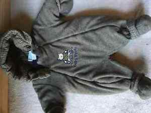 BRAND NEW BABY BOOTS SNOWSUIT SIZE 6mos