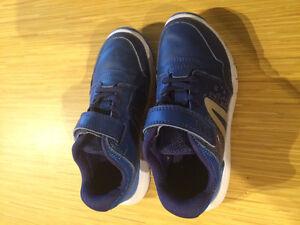 Chaussures de sport enfant taille 10,5 (28)