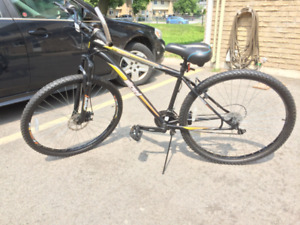 Wicked Fallout 29 Mens 21 Speed Mountain Bike