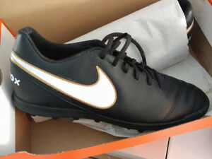 Chaussures crampons soccer neufs