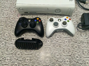 XBOX 360,2 CONTROLLERS, 8 GAMES, HEADSET ,CHATPAD, ALL WIRES Cambridge Kitchener Area image 2