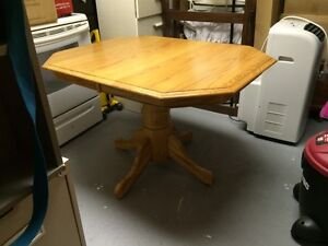 Solid Oak Table & Chairs Stratford Kitchener Area image 4
