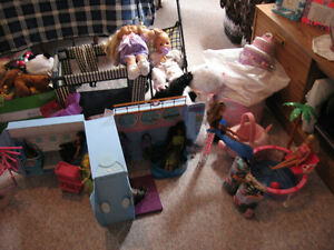 BARBIE THINGS AND DOLLS