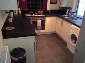 Single room to let/rent with double bed in the town fully furnished all bills included
