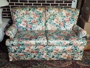 LOVELY  TWO SEATER  SOFA IN EX COND>!!!!