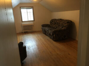 1 bedroom upstairs apartment-Aug 1