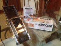 Mandolin food preparation utensil