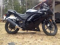 2010 ninja 250cc mint condition! With gear