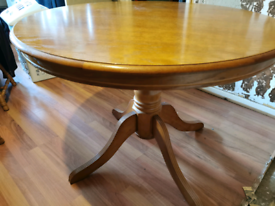 Round dinning table and 4 chairs (re listed)