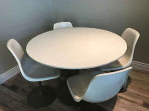 Vintage MCM Saarinen/Knoll-Style Tulip Table and 4 Chairs