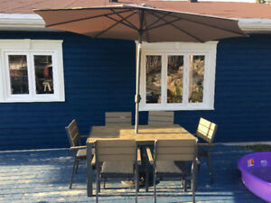 ***Bowering 6 chaired patio set! Umbrella and base included!!***