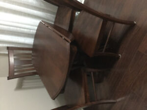 CANADEL. Maple Drop-Leaf Table and 4 chairs