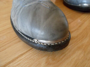 """""""New"""" Western Leather Steel Toed Boot London Ontario image 4"""