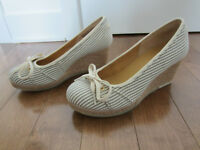Superbe paire de chaussures compensees Taille 38