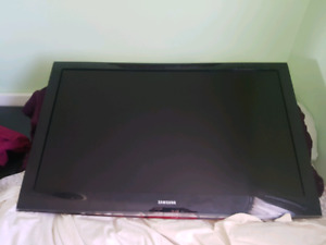"46"" Samsung flat screen wall mounted TV - With wall mount"