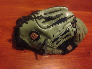 Small right hand baseball glove $10