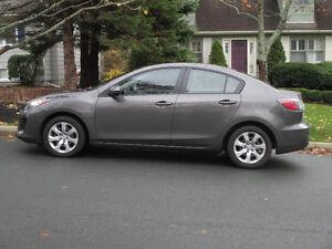 LOW KMS!! Lady driven, like new 2013 Mazda Mazda3 GX Sedan