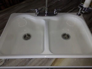 NEW HIGH-END KHOLER WHITE SAME SIZE DUAL SINK FOR SALE