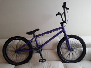 FRRE AGENT BMX, ABSOLUTELY LIKE BRAND NEW,AN EXCELLENT BIKE