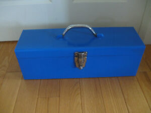 VINTAGE RECTANGULAR LOCKABLE TOOL BOX with HANDLED TRAY