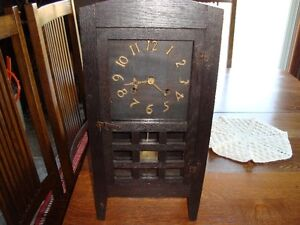 ARTS AND CRAFTS NEW HAVEN MANTLE CLOCK CIRCA 1910