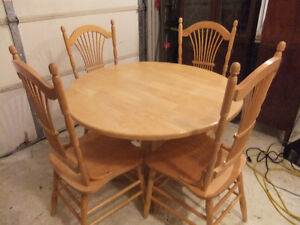 solid maple wood drop leaf table and chair set in great cond