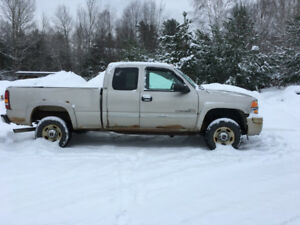 2004 GMC 2500 Diesel Truck for parts