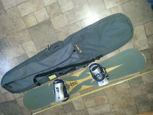 LAMAR power 1590 Snowboard with Liquid 2500 bindings and bag