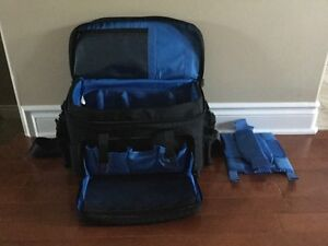 LOWEPRO CAMERA DUFFLE BAG Paid selling for $150 Belleville Belleville Area image 2