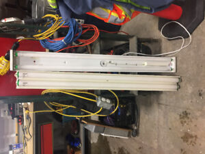 Two newer fluorescent light fixtures in great shape
