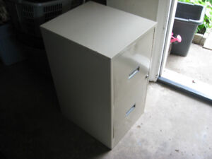 2 DRAWER FILING CABINET GOOD CONDITION