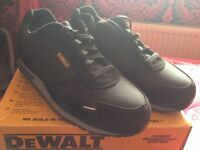 Men's size 7 dewalt steel toe cap trainers